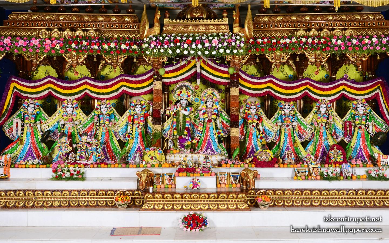Sri Sri Radha Govinda with Ashtasakhi Wallpaper (003) Size 1440x900 Download