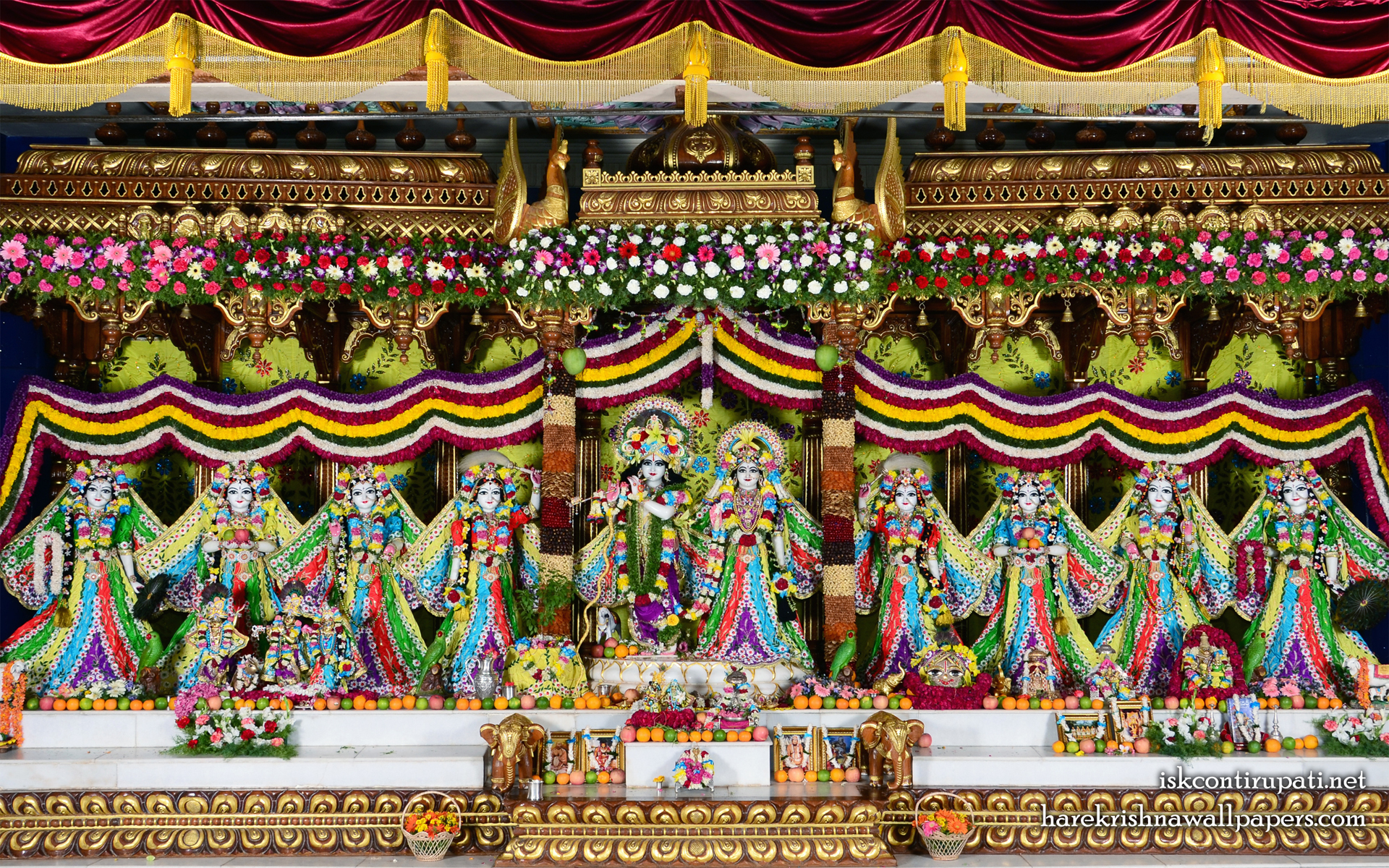 Sri Sri Radha Govinda with Ashtasakhi Wallpaper (007) Size 1920x1200 Download