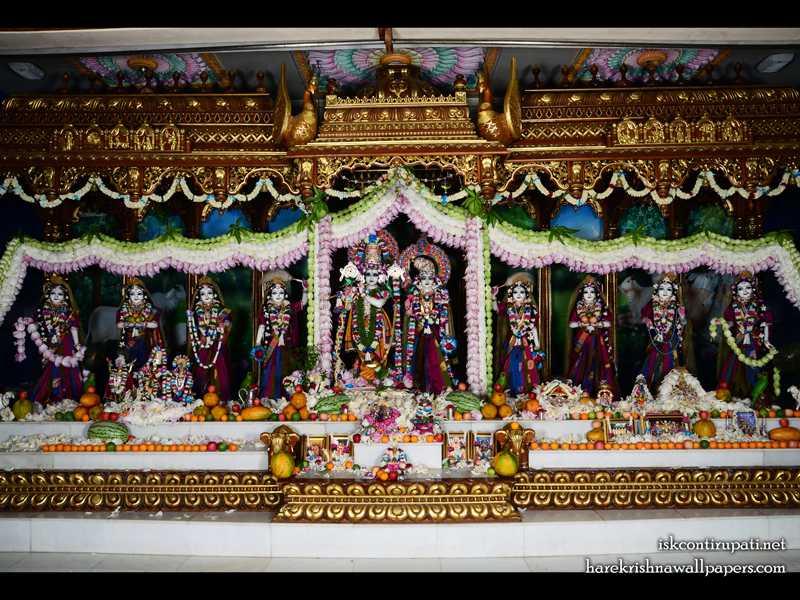 Sri Sri Radha Govinda with Ashtasakhi Wallpaper (008)