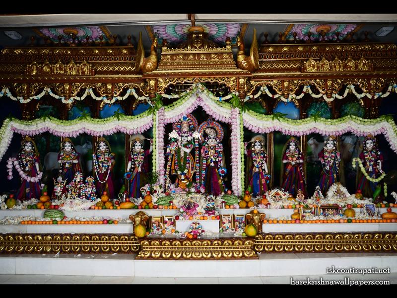 Sri Sri Radha Govinda with Ashtasakhi Wallpaper (008) Size 800x600 Download