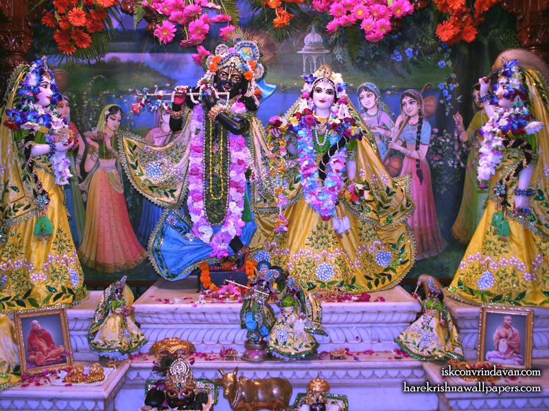 Sri Sri Radha Shyamsundar with Lalita Vishakha Wallpaper (004) Size 800x600 Download