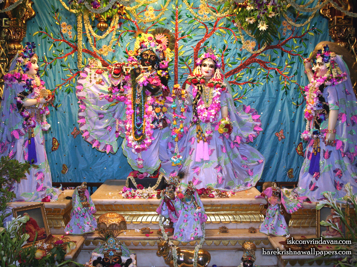 Sri Sri Radha Shyamsundar with Lalita Vishakha Wallpaper (008) Size 1152x864 Download